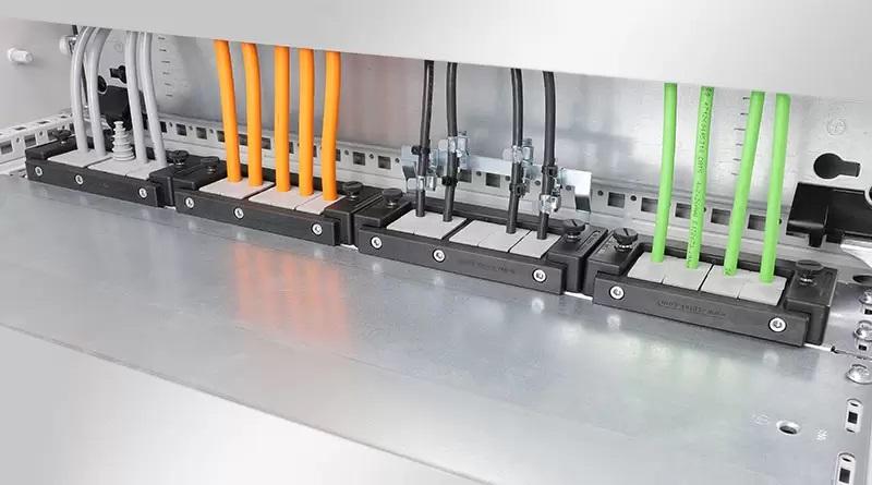 Placas para entrada de cabos KDR-ESR com Quadros Deslizantes